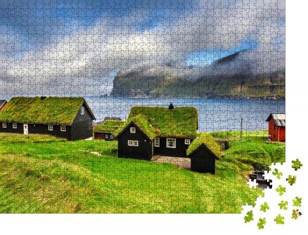 """Puzzle-Motiv """"Das Dorf Mikladalur liegt auf der Insel Kalsoy, Färöer-Inseln, Dänemark"""" - Puzzle-Schachtel zu 1000 Teile Puzzle"""