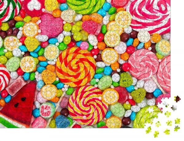 """Puzzle-Motiv """"Bunte Lutscher und verschiedenfarbige runde Süßigkeiten. Draufsicht"""" - Puzzle-Schachtel zu 1000 Teile Puzzle"""