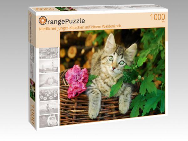 """Puzzle Motiv """"Niedliches junges Kätzchen auf einem Weidenkorb"""" - Puzzle-Schachtel zu 1000 Teile Puzzle"""