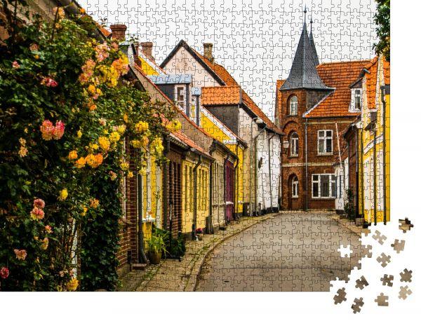 """Puzzle-Motiv """"das mittelalterliche Dorf Ribe in Dänemark"""" - Puzzle-Schachtel zu 1000 Teile Puzzle"""