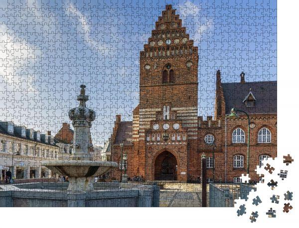"""Puzzle-Motiv """"Das Rathaus in Roskilde ist ein Gebäude aus dem 19"""" - Puzzle-Schachtel zu 1000 Teile Puzzle"""