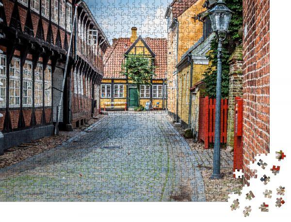 """Puzzle-Motiv """"Straße mit alten Häusern aus der Königsstadt Ribe in Dänemark"""" - Puzzle-Schachtel zu 1000 Teile Puzzle"""