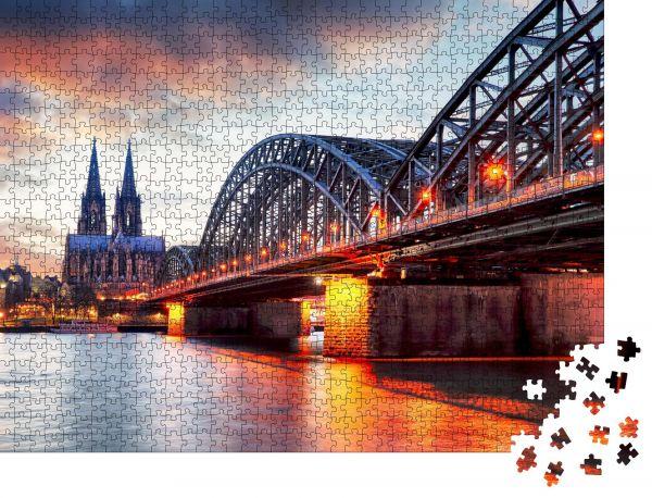 """Puzzle-Motiv """"Kölner Dom und Hohenzollernbrücke bei Sonnenuntergang - Nacht"""" - Puzzle-Teile zu 1000 Teile Puzzle"""
