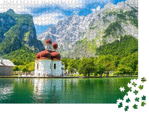 """Puzzle-Motiv """"Königssee mit Bartholomäuskirche umgeben von Bergen"""" - Puzzle-Schachtel zu 1000 Teile Puzzle"""