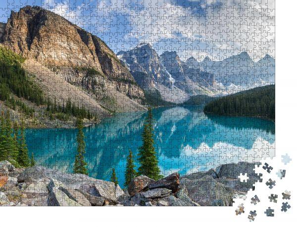 """Puzzle-Motiv """"Moränensee mit dem Panorama der felsigen Berge in der Banff Canada"""" - Puzzle-Schachtel zu 1000 Teile Puzzle"""