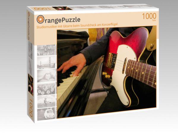 """Puzzle Motiv """"Studiomusiker mit Gitarre beim Soundcheck am Konzerflügel"""" - Puzzle-Schachtel zu 1000 Teile Puzzle"""
