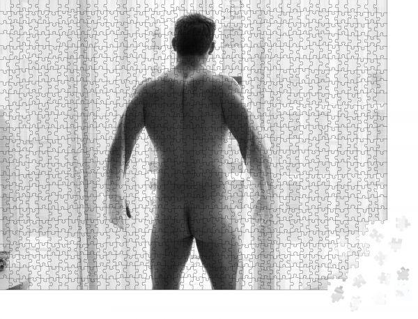 """Puzzle-Motiv """"Nackter gutaussehender Mann zeigt seinen Hintern und Hintern"""" - Puzzle-Schachtel zu 1000 Teile Puzzle"""