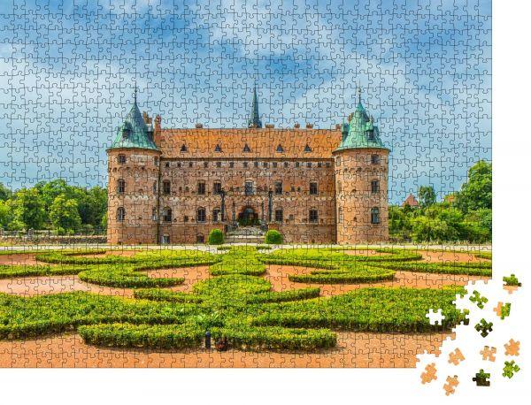 """Puzzle-Motiv """"Egeskov Slot auf Fünen in Dänemark"""" - Puzzle-Schachtel zu 1000 Teile Puzzle"""
