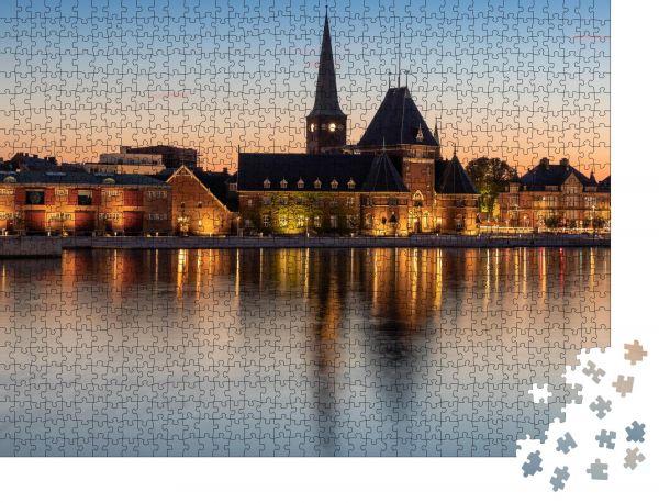 """Puzzle-Motiv """"Hafen in Aarhus, Dänemark in der blauen Stunde"""" - Puzzle-Schachtel zu 1000 Teile Puzzle"""
