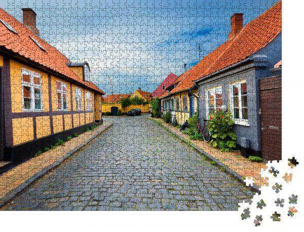 """Puzzle-Motiv """"Traditionelle bunte Fachwerkhäuser in Ronne, Bornholm, Dänemark"""" - Puzzle-Schachtel zu 1000 Teile Puzzle"""