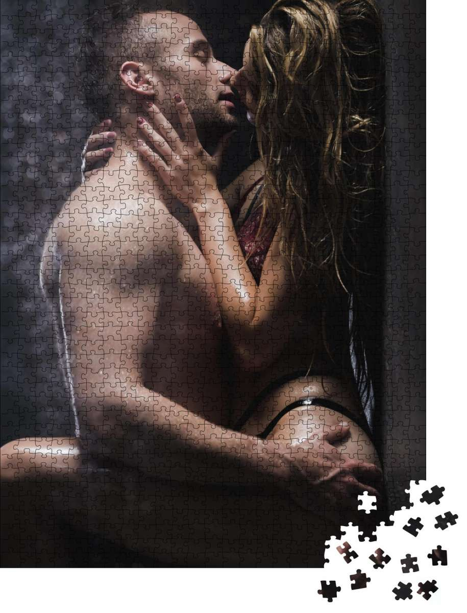 Puzzle Nackter Mann berührt einen Hintern der Frau und