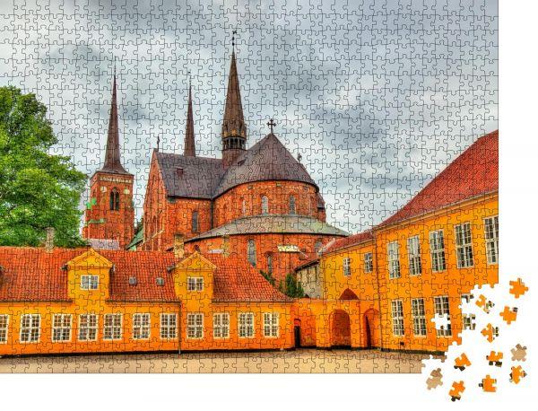 "Puzzle-Motiv ""Roskilde-Kathedrale, UNESCO-Weltkulturerbe in Dänemark"" - Puzzle-Schachtel zu 1000 Teile Puzzle"