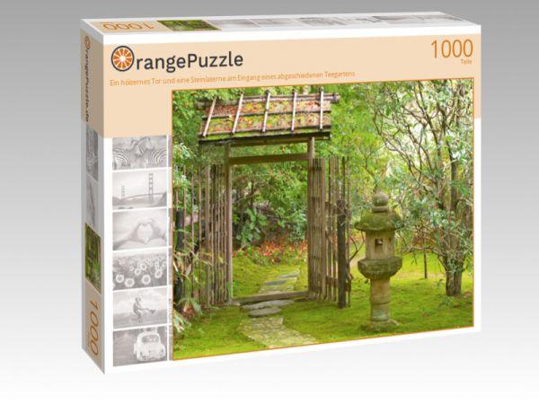 """Puzzle Motiv """"Ein hölzernes Tor und eine Steinlaterne am Eingang eines abgeschiedenen Teegartens"""" - Puzzle-Schachtel zu 1000 Teile Puzzle"""