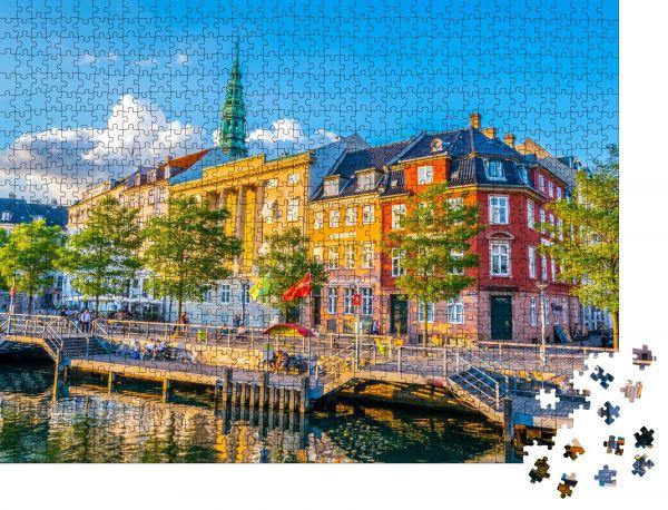 """Puzzle-Motiv """"Blick auf einen Kanal neben dem Christiansborg Slot Palace in Kopenhagen"""" - Puzzle-Schachtel zu 1000 Teile Puzzle"""