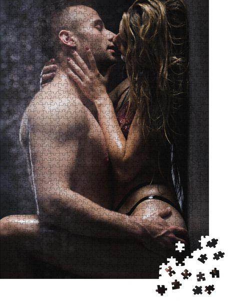 """Puzzle-Motiv """"Nackter Mann berührt einen Hintern der Frau und küsst sie in der Dusche"""" - Puzzle-Schachtel zu 1000 Teile Puzzle"""