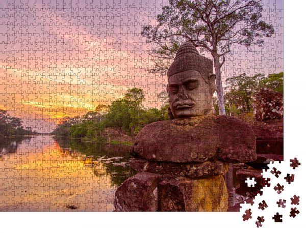 """Puzzle-Motiv """"Alte Statuen vor dem Südtor von Angkor Thom bei Sonnenuntergang in Siem Reap, Kambodscha"""" - Puzzle-Schachtel zu 1000 Teile Puzzle"""